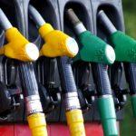 ガソリン代や燃費を節約する運転方法とは?賢い支払い方法も!