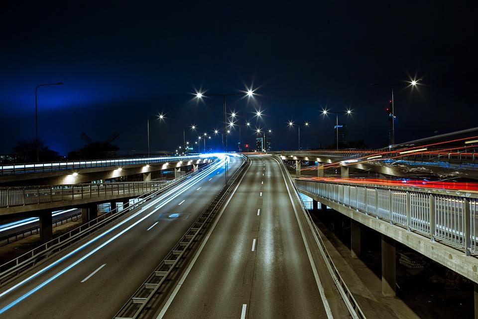 【高速道路恐怖症】運転が怖い、パニックや苦手意識を克服するには?
