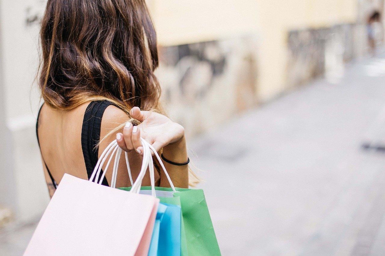 財布を買い替える目安は約3年に1度がベスト!色や素材選びは?