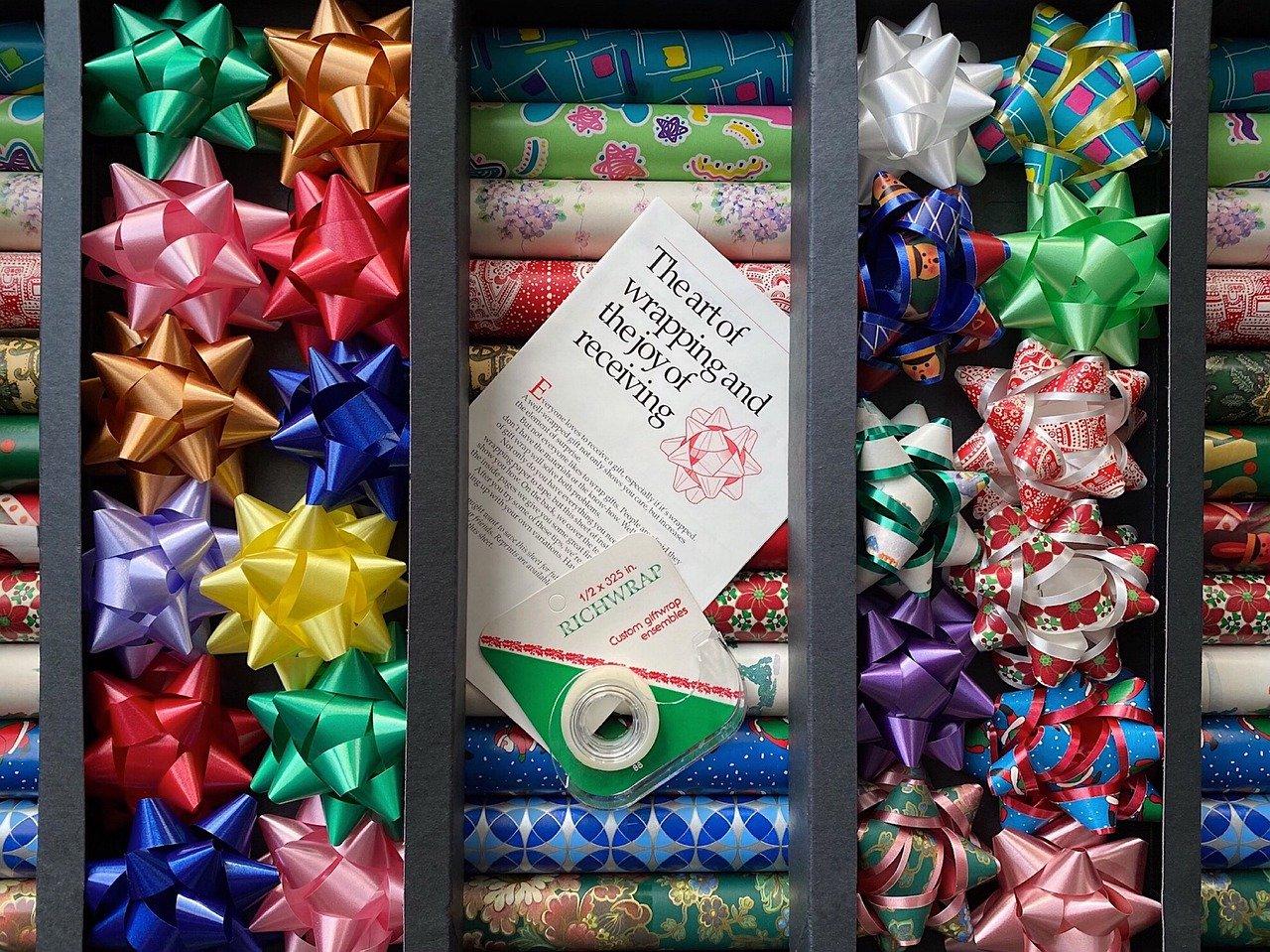 【ラッピング】簡単でかわいい巻き方でプレゼントをおしゃれに!扇形・ピーコックなど