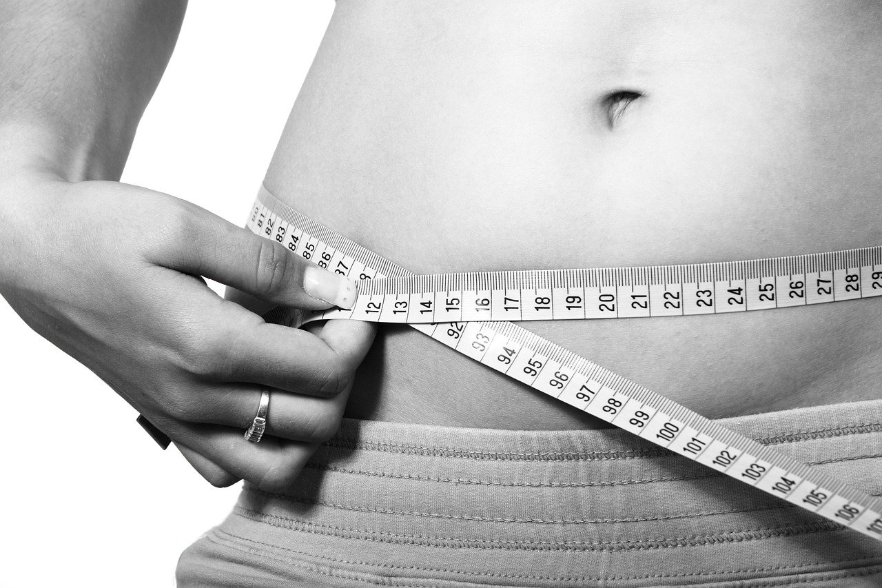 【40代】お腹の浮き輪贅肉の落とし方|ダイエットグッズやアイディア集