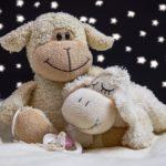 寝る前の「おやすみ」は英語の挨拶・フレーズでなんて言う?関連の例文も