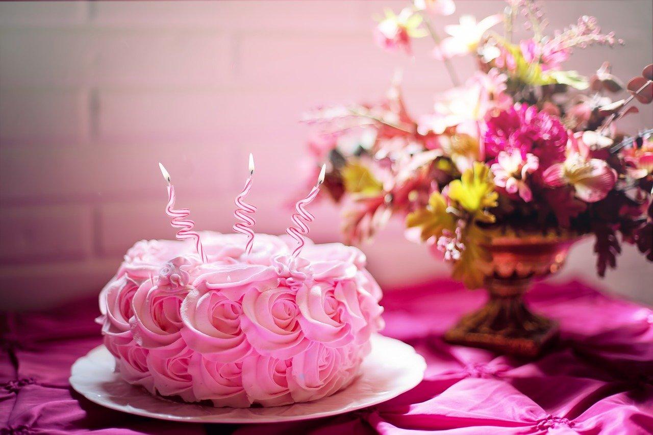 太らないクリスマスケーキは糖質オフ!食べ方や選び方にコツがある?人気ケーキの紹介も!
