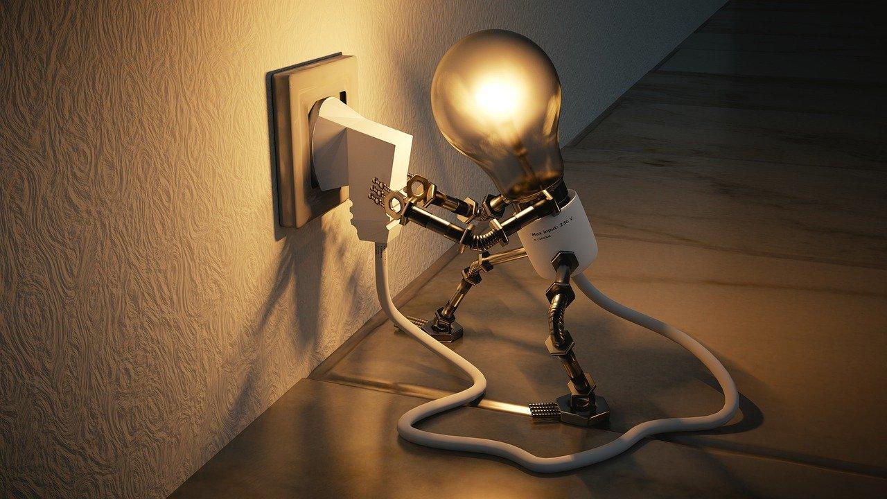 ポータブル電源はどこで買える?夏の停電対策の準備!ソーラーパネル電源など