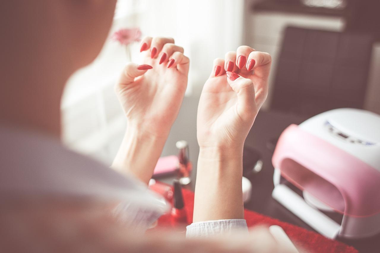 【ネイルシール】無理に剥がすと爪がボロボロに?爪に優しい落とし方をしよう