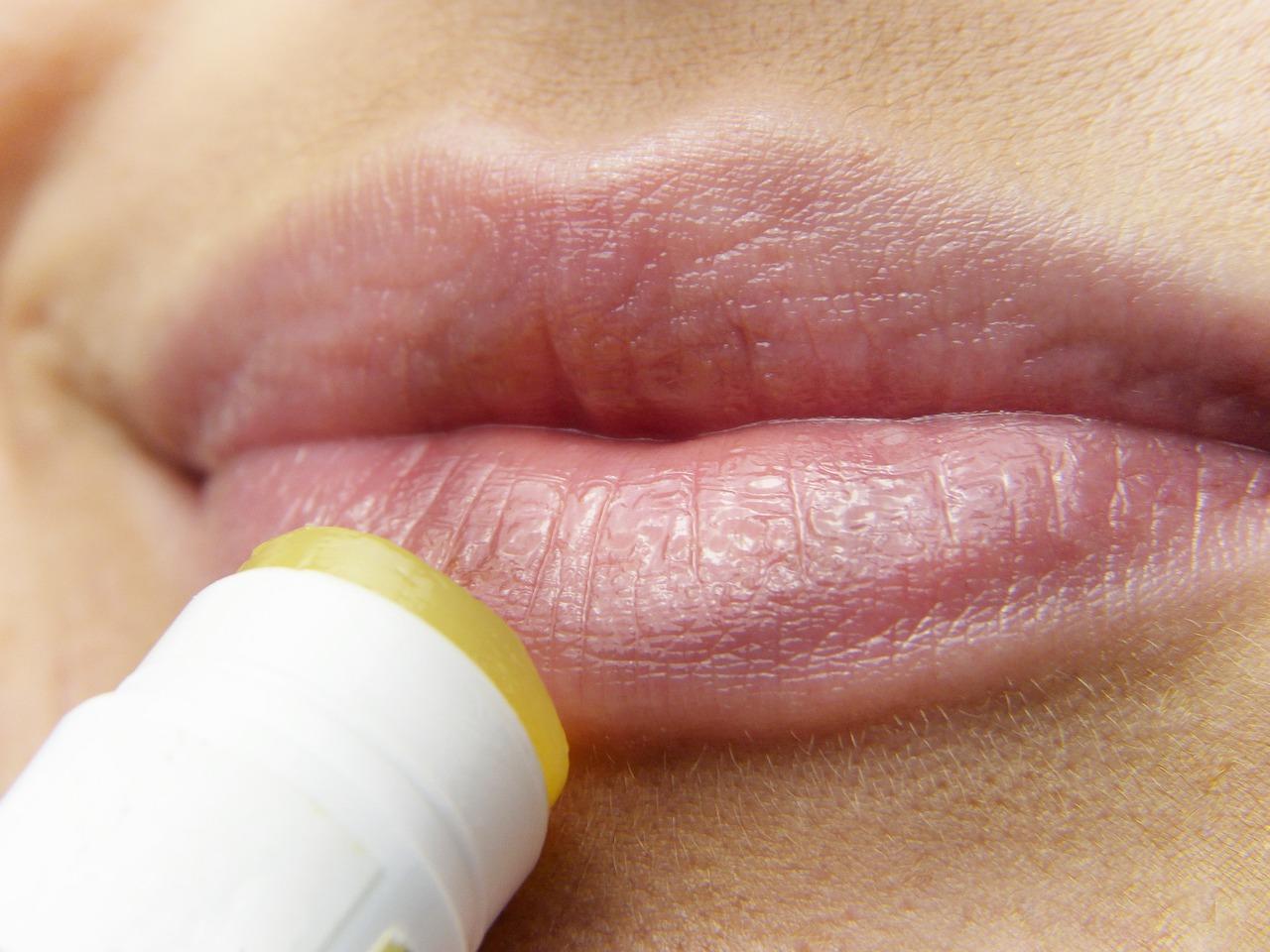 カサカサした唇の集中ケアや保湿にオススメのアイテム