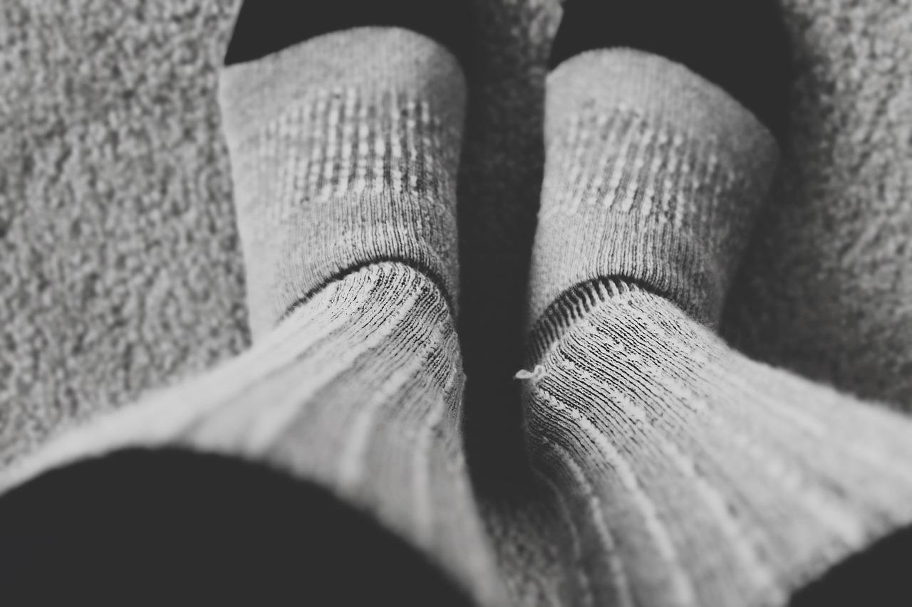 寝るときの足冷え対策アイテム あんかやレッグウォーマ・温かグッズも