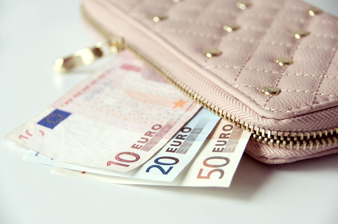 金運アップにつながる財布の置き場所とは?