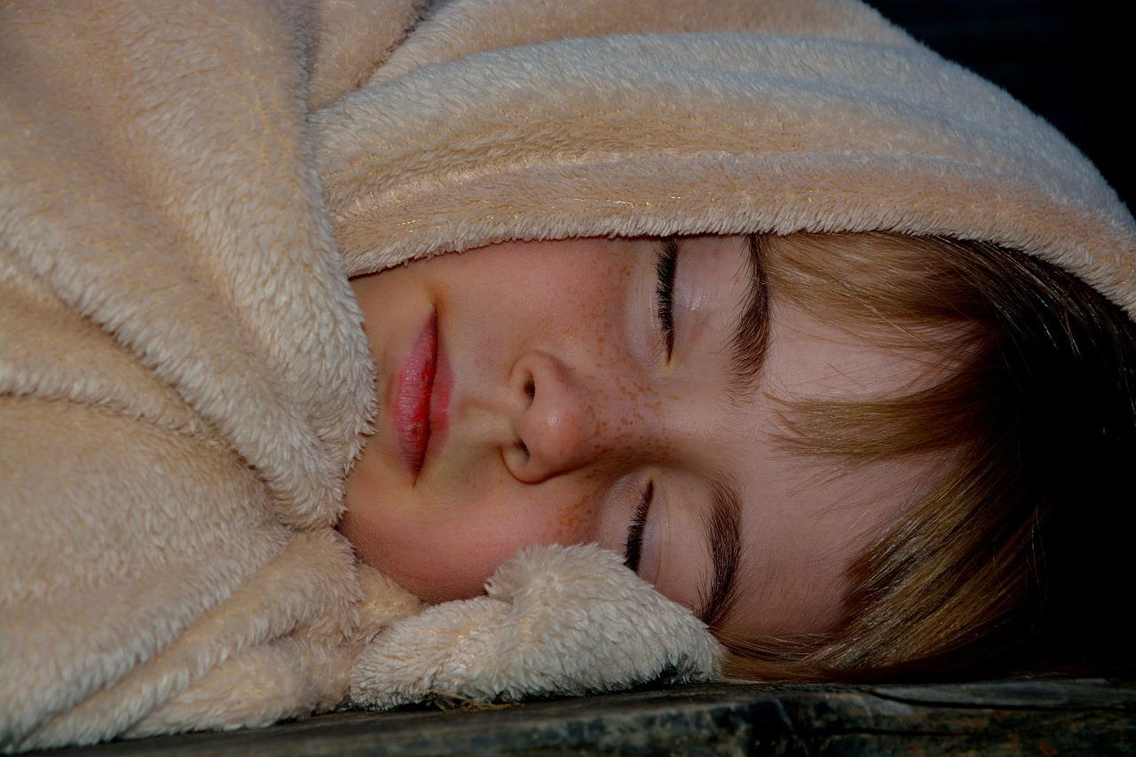 寒くて布団から出られない・起きられない 温活グッズからパッと起きられる方法など